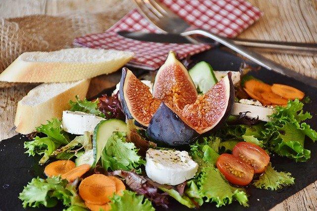Salat Feigen Käse - Bewusste Ernährung – Essen genießen, ohne Kalorien zu zählen