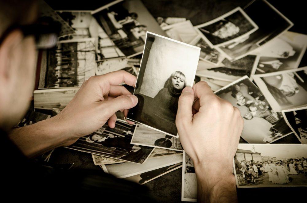 gesundeszentrum photo 256887 1920book 3757531 1920book 863418 1920 scaled - Erinnerungen aufleben lassen – Emotionen gezielt wecken