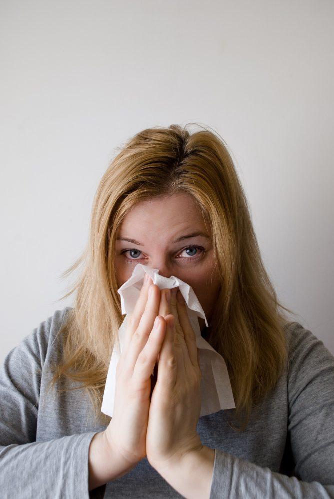 woman 698948 1920 scaled - Hypo- und Desensibilisierung: Linderung für Pollenallergiker?